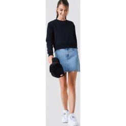 Calvin Klein Bluza Monogram Logo Badge - Black. Czarne bluzy damskie marki Calvin Klein, z aplikacjami. Za 364,95 zł.