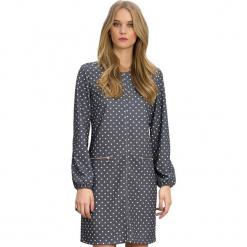 Sukienka w kolorze szarym. Szare długie sukienki marki Almatrichi, s, w kropki, z okrągłym kołnierzem, z długim rękawem, proste. W wyprzedaży za 179,95 zł.