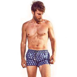 Męskie szorty kąpielowe DAVID 52 Tie Print Odyssea. Niebieskie kąpielówki męskie marki Astratex, z bawełny. Za 116,00 zł.