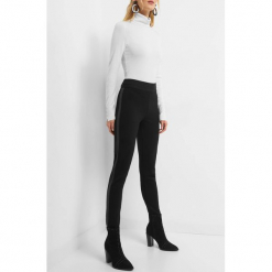 Spodnie z lampasami z ekoskóry. Brązowe spodnie z wysokim stanem marki Orsay, s, z dzianiny. Za 79,99 zł.