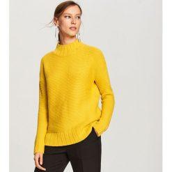 Sweter ze stójką - Zielony. Zielone swetry klasyczne damskie Reserved, l, ze stójką. Za 69,99 zł.
