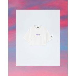 Krótka koszulka Pull&Bear by Rosalía. Szare t-shirty damskie Pull&Bear. Za 59,90 zł.