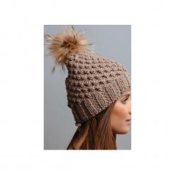 POMPOM - czapka z naturalnym futerkiem. Brązowe czapki zimowe damskie Pompom, z wełny. Za 169,00 zł.