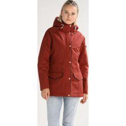 Craghoppers Parka dark redwood. Czerwone kurtki sportowe damskie Craghoppers, z bawełny. W wyprzedaży za 403,60 zł.