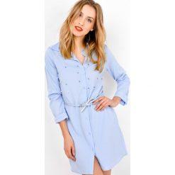 Sukienki: Sukienka koszulowa z perełkami i paskiem