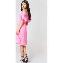 NA-KD Boho Sukienka z odkrytymi ramionami - Pink. Niebieskie sukienki boho marki NA-KD Boho, na imprezę, w koronkowe wzory, z koronki, na ramiączkach, mini. W wyprzedaży za 56,78 zł.