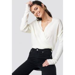 Swetry klasyczne damskie: Trendyol Sweter Detailed V-Neck - Offwhite