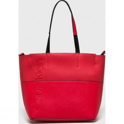 Calvin Klein - Torebka. Czerwone torebki klasyczne damskie Calvin Klein, z materiału, duże. Za 539,90 zł.