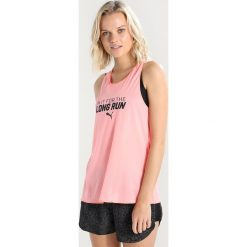 Puma SLOGAN TANK Koszulka sportowa soft fluo peach. Czerwone t-shirty damskie marki Puma, xl, z materiału. Za 129,00 zł.