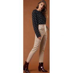 Spodnie z wysokim stanem: NA-KD Trend Spodnie z wiązanym paskiem - Beige