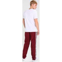 Spodnie męskie: Wood Wood ROBBY Spodnie treningowe dark red/offwhite