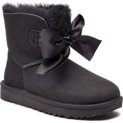 Buty UGG - W Gita Bow Mini 1098360 W/Blk. Szare buty zimowe damskie marki Ugg, z materiału, z okrągłym noskiem. Za 879,00 zł.