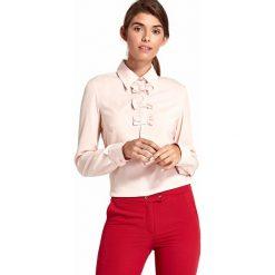 Różowa Nietuzinkowa Koszulowa Bluzka z Kokardkami. Czerwone bluzki koszulowe marki Molly.pl, l, klasyczne, z długim rękawem. Za 118,90 zł.