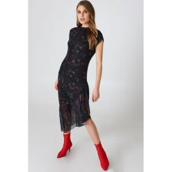 Sukienki: NA-KD Siateczkowa sukienka na jedno ramię - Black,Multicolor