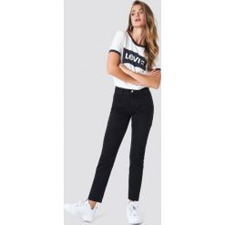 Spodnie z wysokim stanem: NA-KD Trend Jeansy z klasycznym wykończeniem - Black
