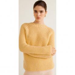 Mango - Sweter Noosa. Brązowe swetry klasyczne damskie Mango, l, z dzianiny, z okrągłym kołnierzem. Za 159,90 zł.