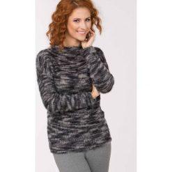 Swetry klasyczne damskie: Melanżowy sweter z długim włosem