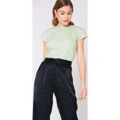 NA-KD Basic T-shirt z surowym wykończeniem - Green. Różowe t-shirty damskie marki NA-KD Basic, z bawełny. W wyprzedaży za 16,38 zł.