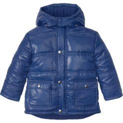 Kurtka parka z kapturem bonprix kobaltowy. Niebieskie kurtki męskie marki bonprix, z nadrukiem. Za 44,99 zł.