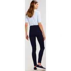 Lee SKYLER Jeans Skinny Fit rinse. Czarne jeansy damskie marki Lee, z bawełny. W wyprzedaży za 207,35 zł.