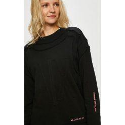 Armani Exchange - Bluza. Czarne bluzy z nadrukiem damskie marki Armani Exchange, l, z materiału, z kapturem. W wyprzedaży za 459,90 zł.