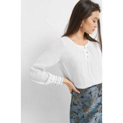 Luźna bluzka z perłami. Brązowe bluzki asymetryczne Orsay, z aplikacjami, z poliesteru, eleganckie. Za 99,99 zł.