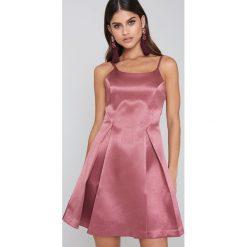 Sukienki hiszpanki: Glamorous Sukienka na ramiączkach z plisami – Pink