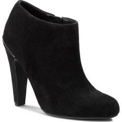 Botki GUESS - Lark FLLAK4 SUE09  BLACK. Czarne buty zimowe damskie marki Guess, ze skóry ekologicznej. W wyprzedaży za 499,00 zł.