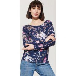 Swetry klasyczne damskie: Sweter w kwiaty - Granatowy