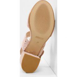 ANGULUS Sandały rose. Czerwone sandały trekkingowe damskie ANGULUS, z materiału. W wyprzedaży za 489,30 zł.