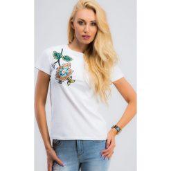 Biały T-shirt z haftem 3345. Białe t-shirty damskie marki Fasardi, l. Za 29,00 zł.