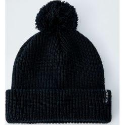 Czarna melanżowa czapka z pomponem. Czarne czapki męskie Pull&Bear, z dzianiny. Za 49,90 zł.