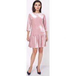 Sukienki hiszpanki: Różowa Wyjściowa Sukienka z Obniżonym Stanem Wykończona Falbanką