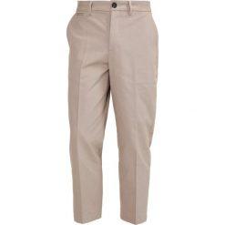 Chinosy męskie: AllSaints PORTER Spodnie materiałowe sand
