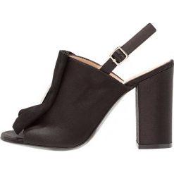 MA&LO SAFRA Sandały na obcasie black. Czarne sandały damskie MA&LO, z materiału, na obcasie. W wyprzedaży za 353,15 zł.