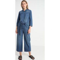 Selected Femme SLFVICTORIA 7/8 CROP Kombinezon dark blue denim. Niebieskie kombinezony damskie marki Selected Femme, z bawełny. Za 419,00 zł.