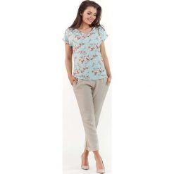 Niebieska Kobieca Bluzka z Kwiatowym Wzorem z Dekoltem V. Niebieskie bluzki z odkrytymi ramionami marki Molly.pl, l, w kwiaty, z jeansu, z krótkim rękawem. Za 89,90 zł.