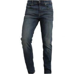 GStar 3301 STRAIGHT Jeansy Straight Leg elto superstretch dk aged antic. Czerwone jeansy męskie marki G-Star, l, z napisami. Za 609,00 zł.