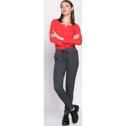 Ciemnoszare Spodnie Dresowe Occasion. Szare spodnie dresowe damskie marki New Balance, xs, z dresówki. Za 49,99 zł.