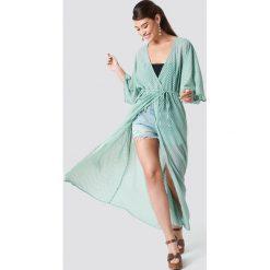 NA-KD Boho Sukienka-płaszcz z szyfonu - Green. Zielone płaszcze damskie pastelowe NA-KD Boho, z poliesteru, boho. Za 161,95 zł.