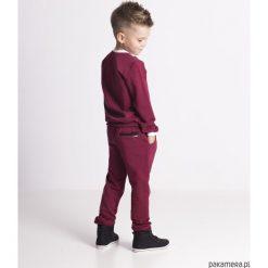 Spodnie dresowe eleganckie bordowe. Czerwone chinosy chłopięce Pakamera, z dresówki. Za 63,00 zł.