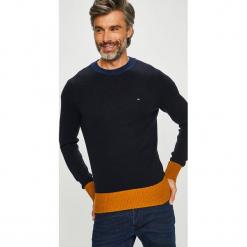 Tommy Hilfiger - Sweter. Czarne swetry klasyczne męskie TOMMY HILFIGER, l, z dzianiny, z okrągłym kołnierzem. Za 549,90 zł.
