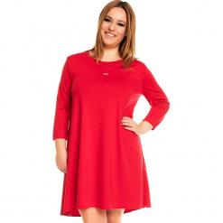 Czerwona Trapezowa Sukienka PLUS SIZE. Czerwone sukienki z falbanami Molly.pl, na co dzień, plus size, ze skóry, casualowe, plus size, z długim rękawem, trapezowe. Za 169,90 zł.