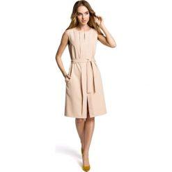SOLANA Sukienka bez rękawów z plisą po środku i z paskiem - beżowa. Brązowe sukienki marki Moe, l, z bawełny. Za 159,90 zł.