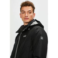 Jack Wolfskin - Kurtka. Czarne kurtki męskie pikowane marki Jack Wolfskin, w paski, z materiału. W wyprzedaży za 899,90 zł.