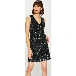 Answear - Sukienka Night Fever. Szare sukienki balowe marki ANSWEAR, l, z poliesteru, mini, proste. Za 169,90 zł.