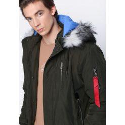 Ciemnozielona Kurtka Breathed. Czarne kurtki męskie zimowe marki Born2be, l, z aplikacjami, z dresówki. Za 159,99 zł.