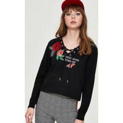 Bluza z kapturem - Czarny. Czarne bluzy z kapturem damskie marki Sinsay, l. Za 49,99 zł.