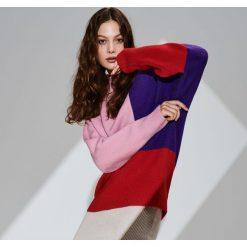 Sweter w kolorowe bloki - Wielobarwn. Szare swetry klasyczne damskie marki FOUGANZA, z bawełny. Za 159,99 zł.