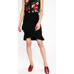 Vero Moda - Spódnica Mya. Szare minispódniczki marki Vero Moda, m, z dzianiny, z podwyższonym stanem, dopasowane. W wyprzedaży za 79,90 zł.